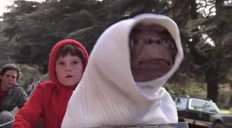 E.T. y Elliot. Foto: Captura de video